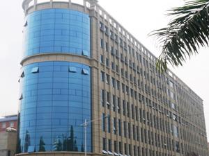 广州永兴村办公楼主要采用了广州诺宝涂料外墙漆系列的全天候外墙乳胶漆,质感涂料系列的真石漆以及水性多彩花岗岩涂料等。